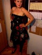 czarna sukienka z kwiatami