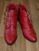 Czerwone botki ćwiekowane...