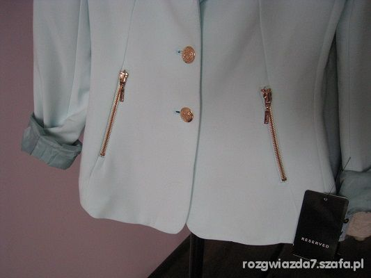 Miętowa marynarka Reserved złote zameczki