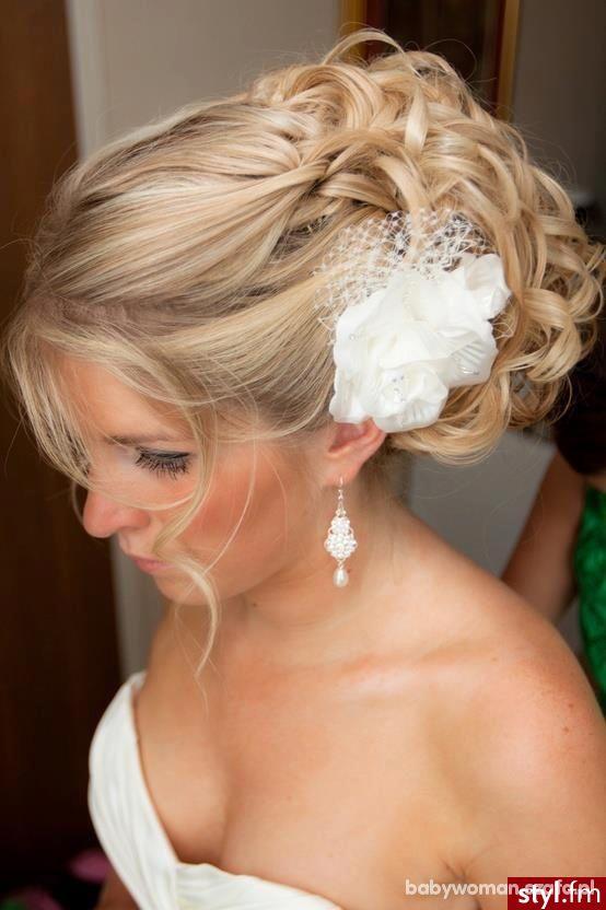 fryzurki do ślubu