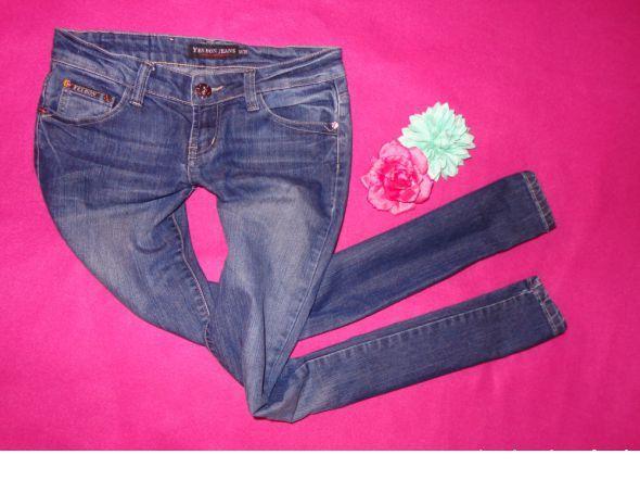 granatowe jeans rureczki