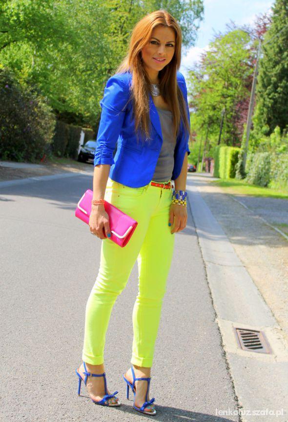 Kolorowe spodnie z czym je nosić