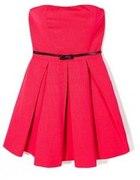 czerwona plisowana sukienka...