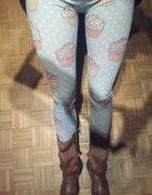 Błękitne legginsy w babeczkiCupcakes Deep trip