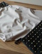 beżowa sukienka pagony kopertówka złote ćwieki
