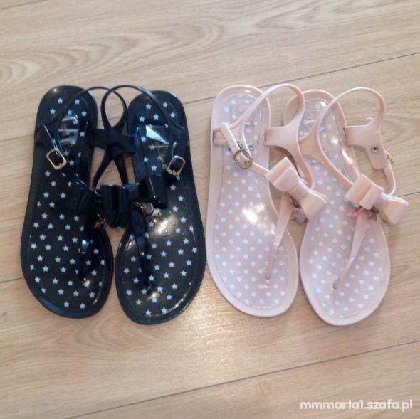 gumowe sandały z kokardką