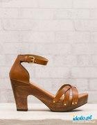 brązowe sandały stradivarius