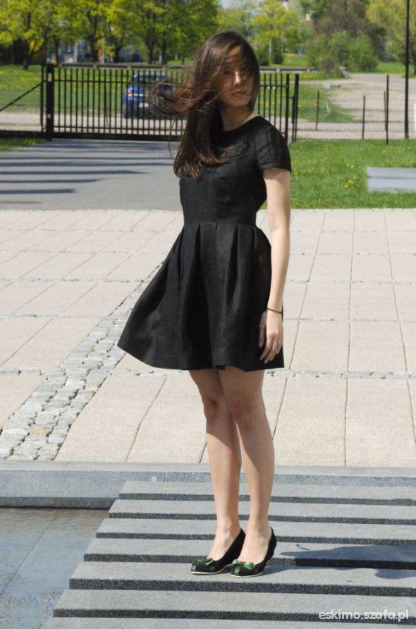 Romantyczne Czarna lniana sukienka bombka
