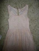 Asymetryczna sukienka pudrowa koronkowa S