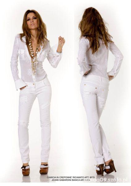 Mój styl Białe spodnie z przetarciami