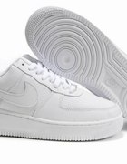 Air Force One low...