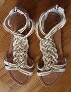 Sandały z warkoczem i złotym łańcuszkiem
