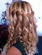 fryzura loczki i warkocz