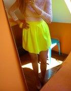 żółta neonowa rozkloszowana spódniczka neon fluo