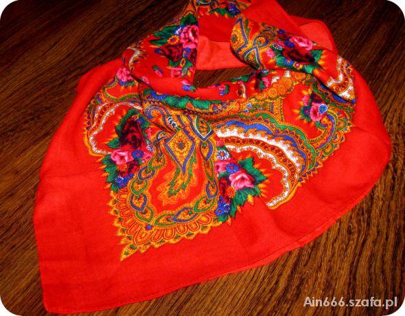 Chusty i apaszki czerwona chusta folk ludowe kwiaty