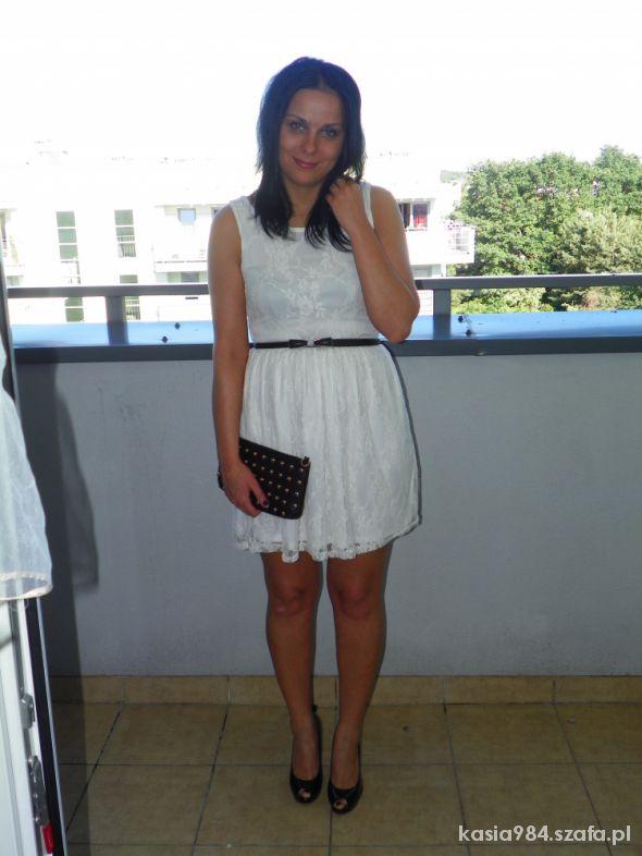 Eleganckie Koronkowo w Bieli