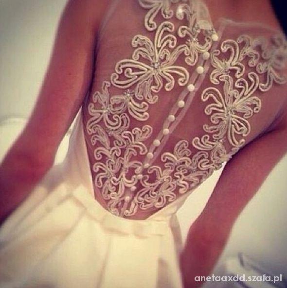 Na specjalne okazje suknia cudo