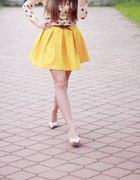 żółta rozkloszowana spódniczka S...