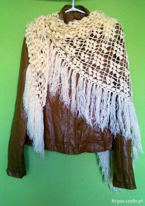 Chusty i apaszki Wielka szydełkowa chusta