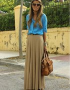 maxi skirt beige and blue jeans