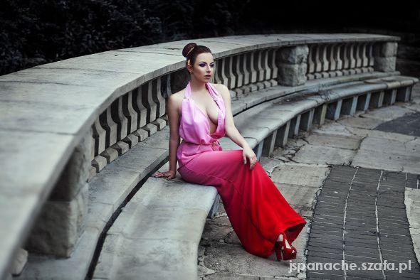 Suknie i sukienki Kobiecosc w wydaniu Maxi