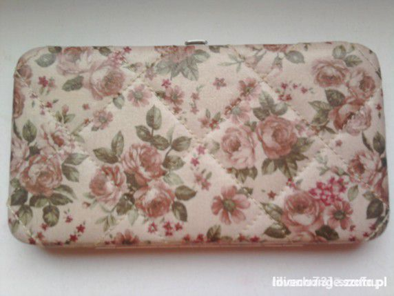 Dodatki stradivarius portfel floral