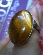 stary pierścionek z kamieniem