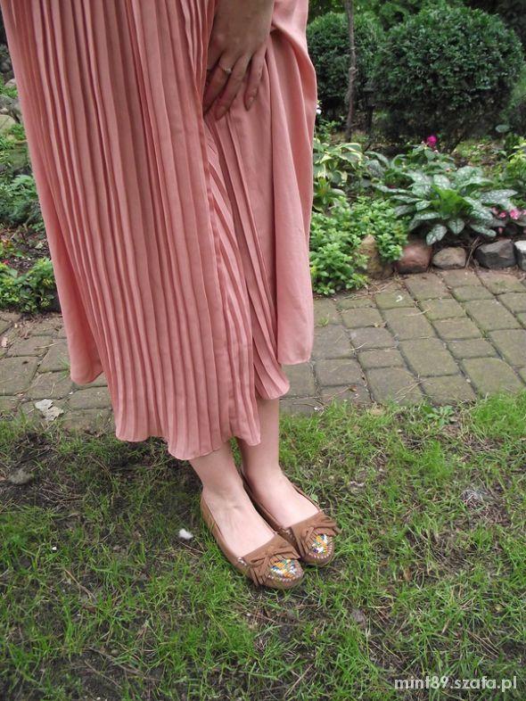 Długa plisowana spódnica pudrowy róż DESIGN ESSE w Spódnice