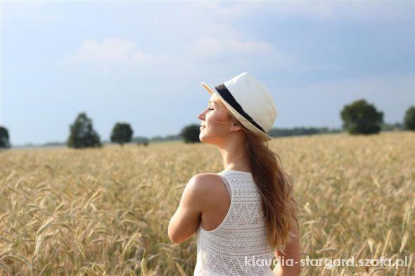 Romantyczne Asymetryczna sukienka i kapelusz