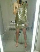 Złota sukienka na jedno ramię