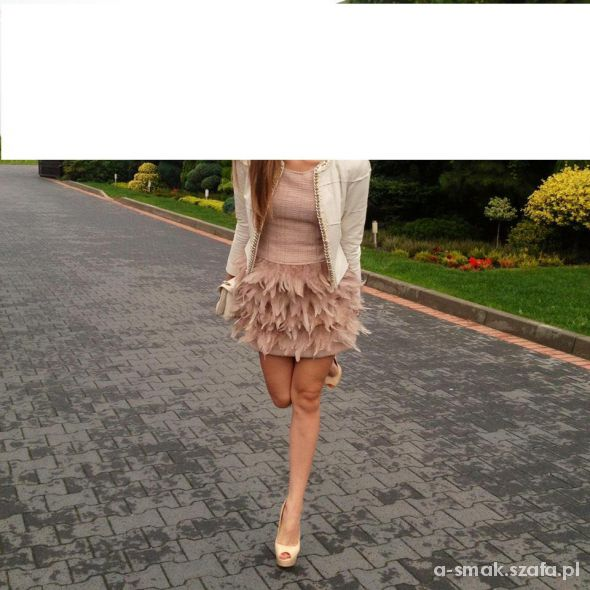 Eleganckie sukienka z piórami