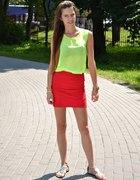Czerwona mini i neon...