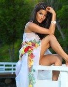 biała kwiecista sukiena