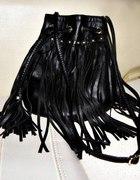 Czarna torba z frędzlami