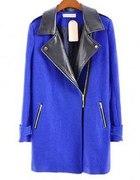 Niebieski płaszcz ze skórzanym kołnierzem 36S