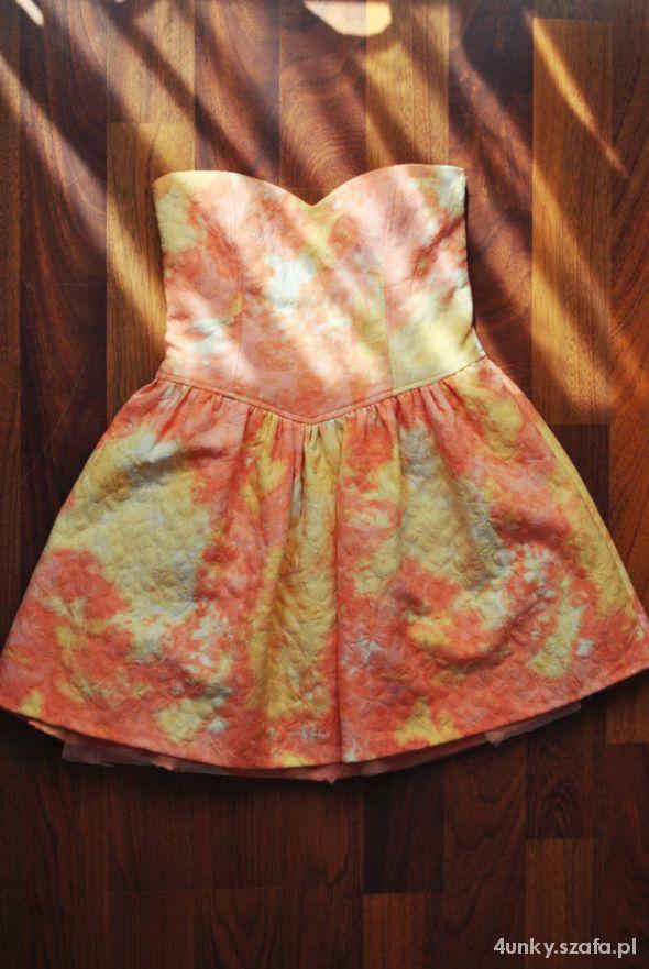 Plamiasta sukienka