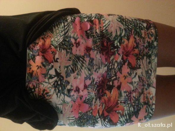 Spódnice kwiatowe cudo bershka