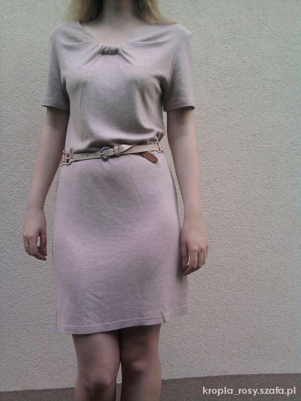 Pudrowa sukienka Zara