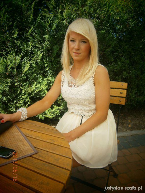 Romantyczne Sukienka z haftem PULL&BEAR