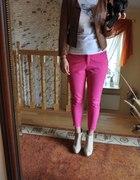 Zestaw z różowymi spodniami...
