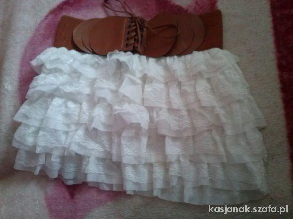 Spódnice Śliczna biała spódniczka z falbankami