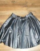 Czarna skórzana spódnica rozmiar 42