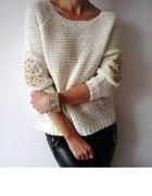 sweter z cwiekami i latkami na lokciach