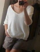 Biały sweterek Cubus