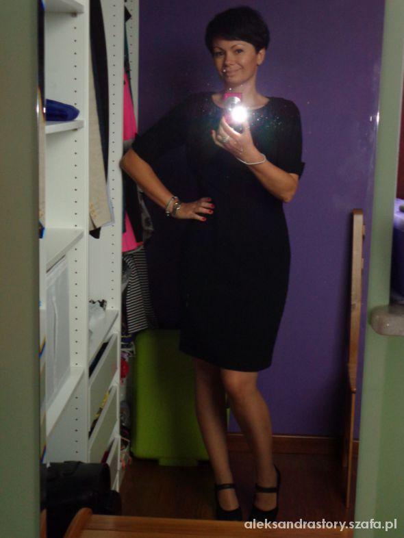Eleganckie mała czarna na rozpoczęcie roku szkolnego