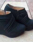 Czarne koturny botki