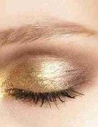 złote cienie do powiek szukam...