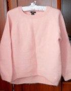 sweterek z angory lana del rey H&M pudrowy róż