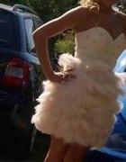 Sukieneczka ASOS z piórami