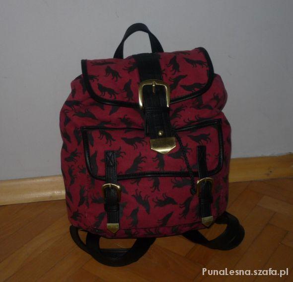 Burgundowy plecak z wilkami